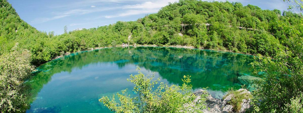 Il Lago di Cornino, specchio dalle mille sfumature